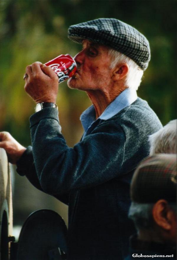 Segítség hiányában marad a Coca-Cola